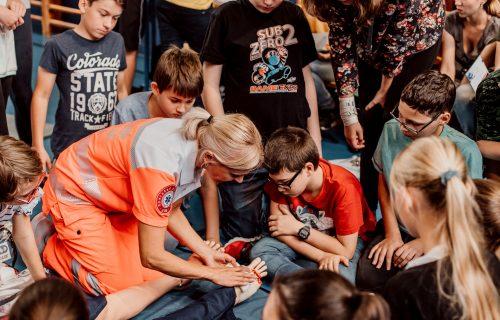 Gymnázium, kde sa vyučuje prvá pomoc, je na Slovensku jediné. Učí žiakov pomáhať aj reagovať v krízových zdravotných životných situáciách