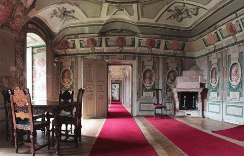 Unikátnu európsku zbierku obrazov v múzeu v Humennom renovovali dvakrát, no nevhodne. Dnes konečne prechádza odborným reštaurovaním