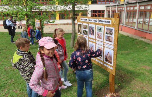 Na školskom dvore vybudovali ekodvor. Žiakov chcú naučiť, ako sa starať o prírodu a myslieť ekologicky