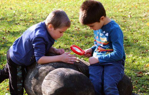 V Rajci vytvorili miesto, kde sa deti učia vonku. Záleží im na tom, aby do aktivít zapájali aj seniorov