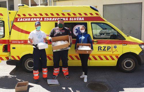Spojili sa, aby pomáhali zdravotníkom v prvej línii. Vďaka iniciatíve Kto pomôže Slovensku dostávajú nemocnice chýbajúce pomôcky