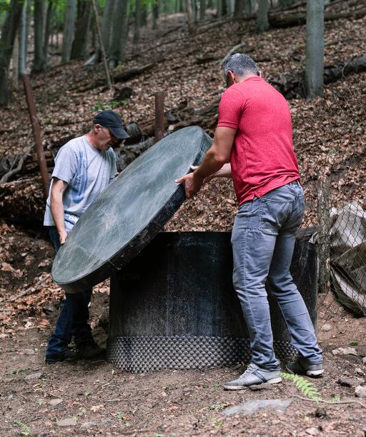 V Rudníku dobrovoľníci čistia liečivé lesné pramene, chcú, aby si vodu mohol vychutnať každý