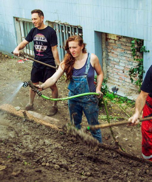 Stavebnú suť neodviezli na skládku, našli jej využitie. V Novej Cvernovke zo sute vytvárajú park pre verejnosť
