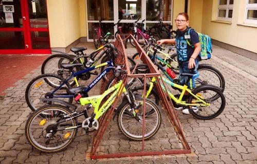 Bicykle pred školami nemusia byť utópiou, v niektorých obciach to vyzerá ako v Holandsku